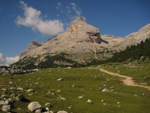 Auf dem Dolomitenhöhenweg Nr.1 von der Lavarella-Hütte zum Col-Alt