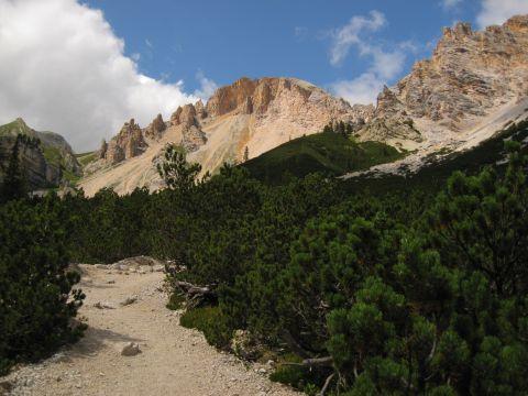 Auf dem Dolomitenhöhenweg Nr. 1 zur Lavarella-Hütte